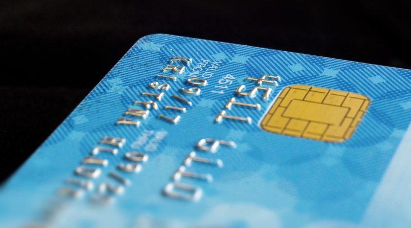Ako použiť kreditku, keď peňazí je nedostatok?