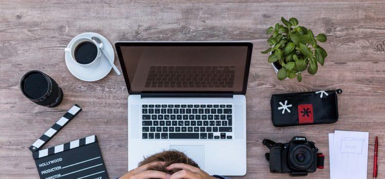 Prečo vás v práci bolí hlava? Dôvodov je hneď niekoľko