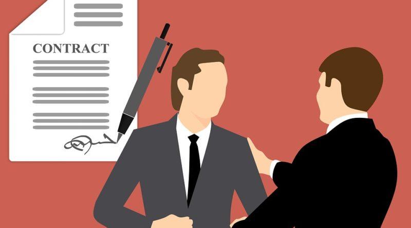 Triky poskytovateľov pôžičiek. Ako zarábajú na klientoch?